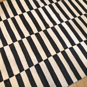 kilim moderne noir et blanc