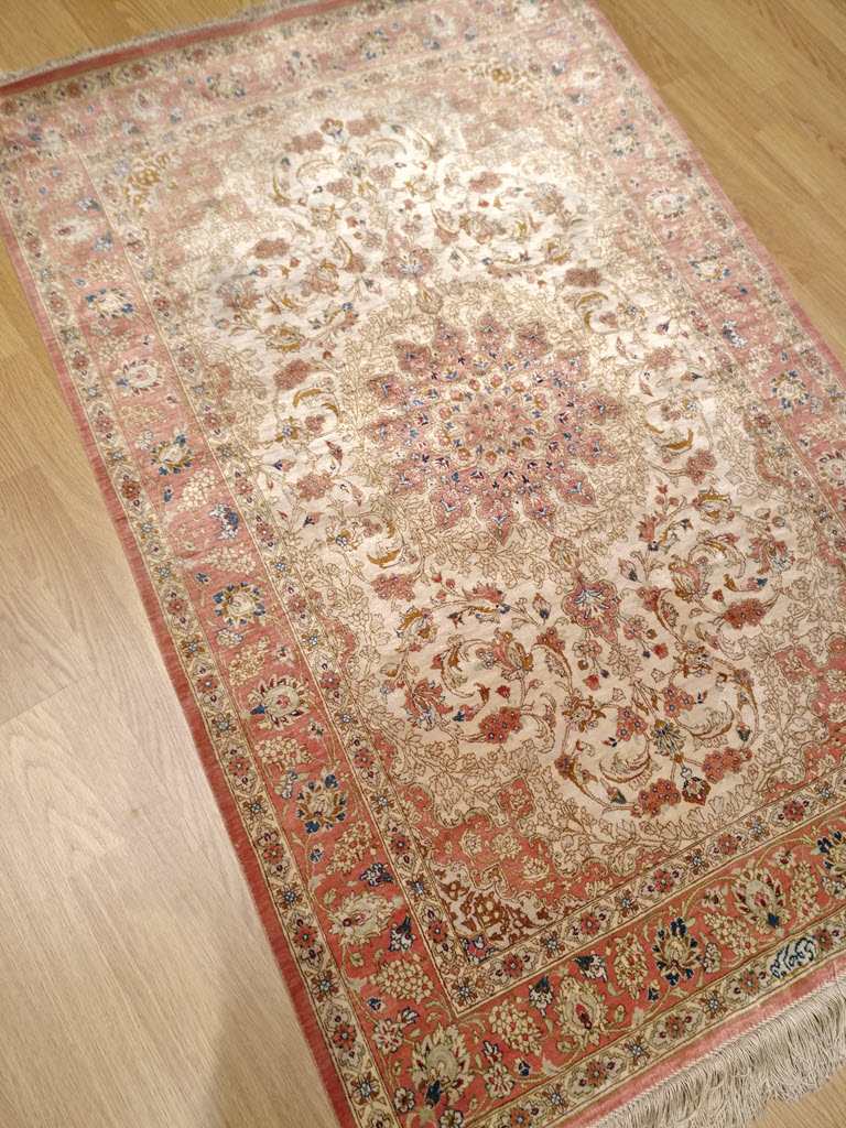 tapis iranien en soie