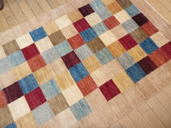 tapis fait main moderne couleur vive