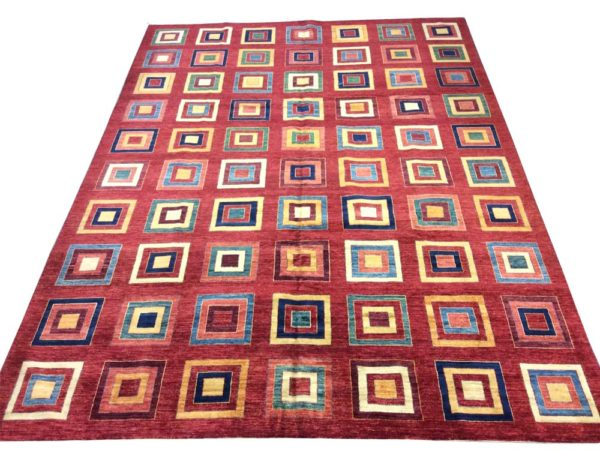 Grand tapis moderne carré fond rouge