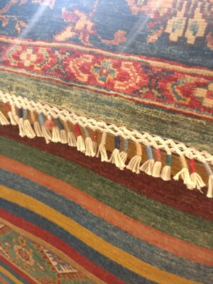 couleur d'un vrai tapis d'orient noué main à l'envers