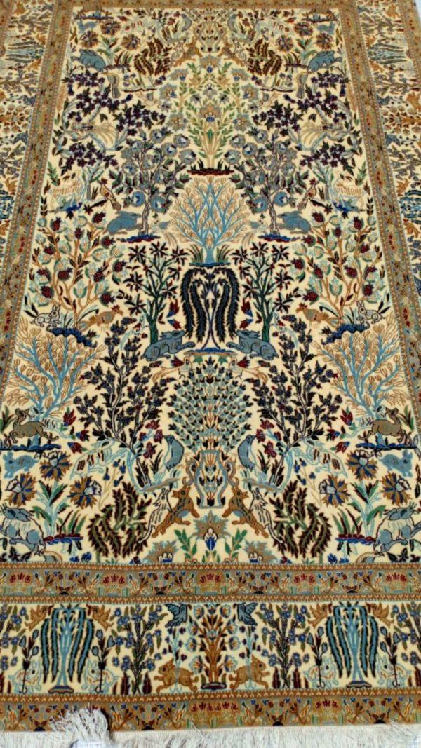 tapis floral iranien fond beige