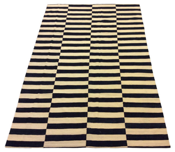 tapis kilim moderne noir et blanc