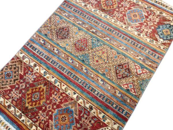 tapis moderne afghan desente de lit motif geometrique