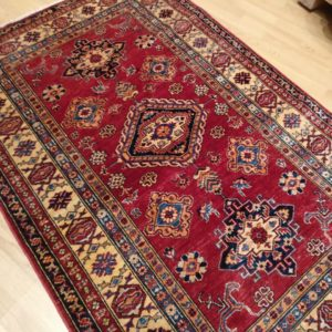 beau tapis kazak rouge bordure multiple 3